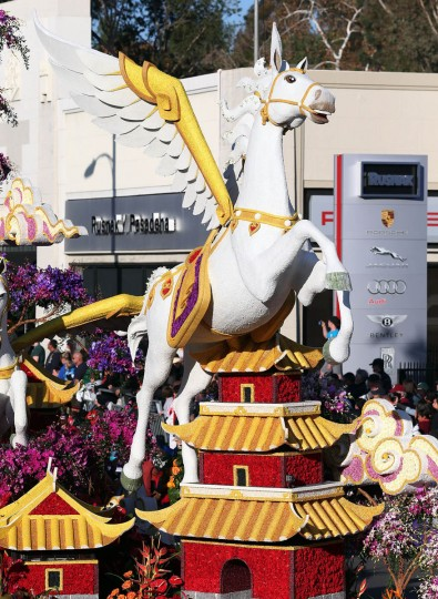 The Extraodinaire Trophy float on the parade route. (Frederick M. Brown/Getty Images)