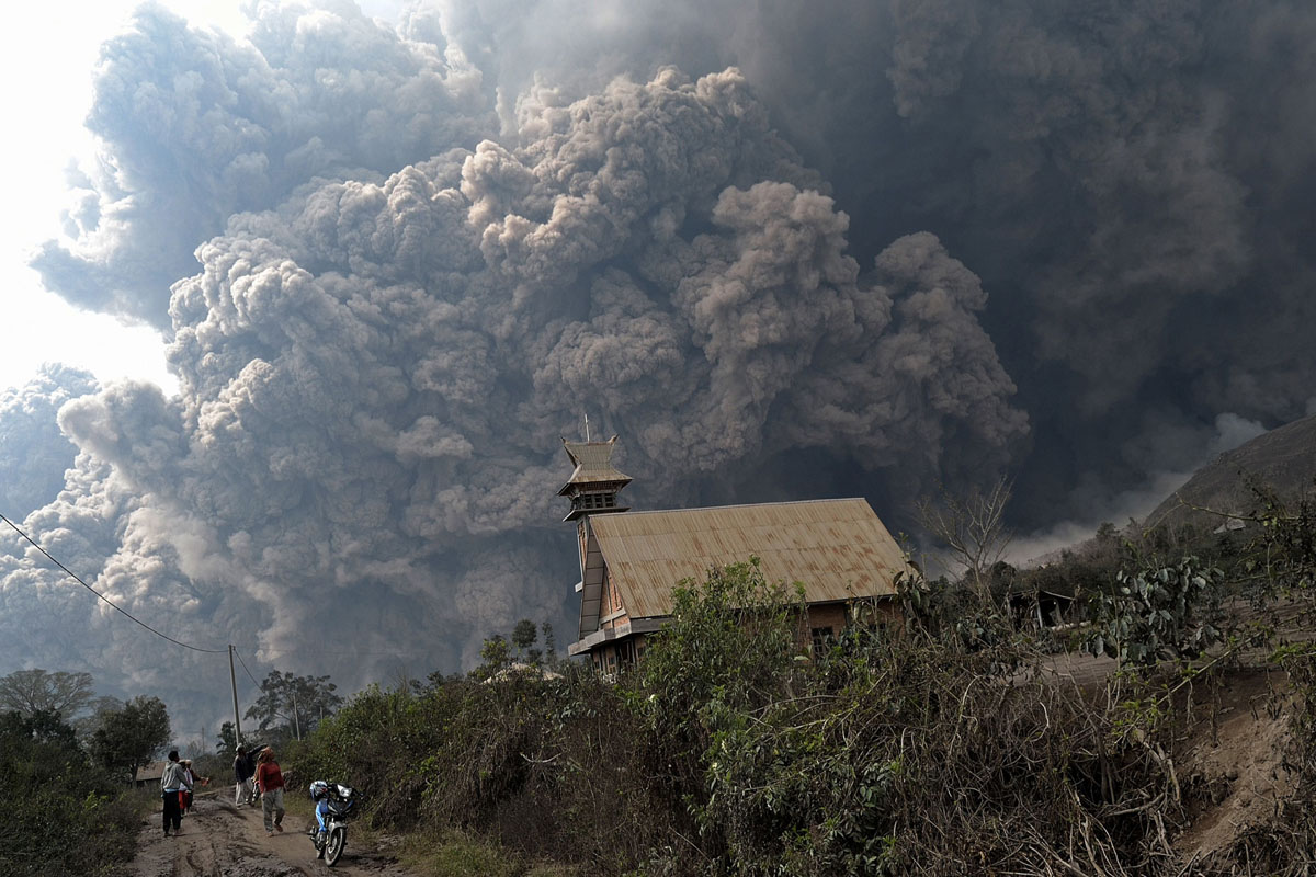Mount Sinabung volcano kills more than a dozen, fears over more eruptions