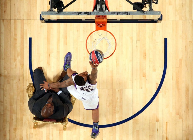 Sacramento Kings forward Ben McLemore (16) dunks over Shaquille O'Neal during the 2014 NBA All Star dunk contest at the Smoothie King Center. (Ronald Martinez/USA Today Sports)
