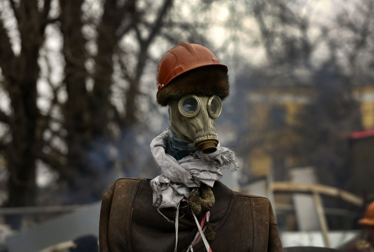 An effigy of an anti-government protester stands at a barricade near Kiev's Independence square February 22, 2014. The heads of four Ukrainian security bodies, including the police's Berkut anti-riot units, appeared in parliament on Saturday and declared they would not take part in any conflict with the people. (Yannis Behrakis/Reuters)