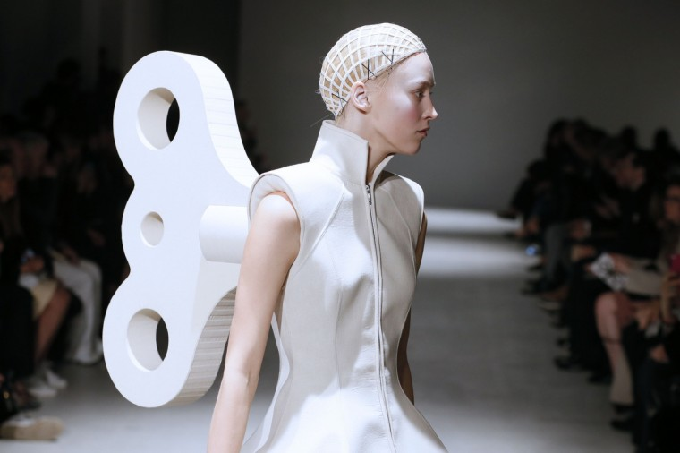 A model presents a creation by Gareth Pugh during the 2014/2015 Autumn/Winter collection fashion show in Paris. (Patrick Kovarik/Getty Images)