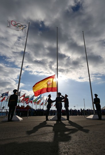 Guards raise the Spanish flag ahead of the Sochi 2014 Winter Olympics at the Olympic Park. (Photo by Paul Gilham/Getty Images)