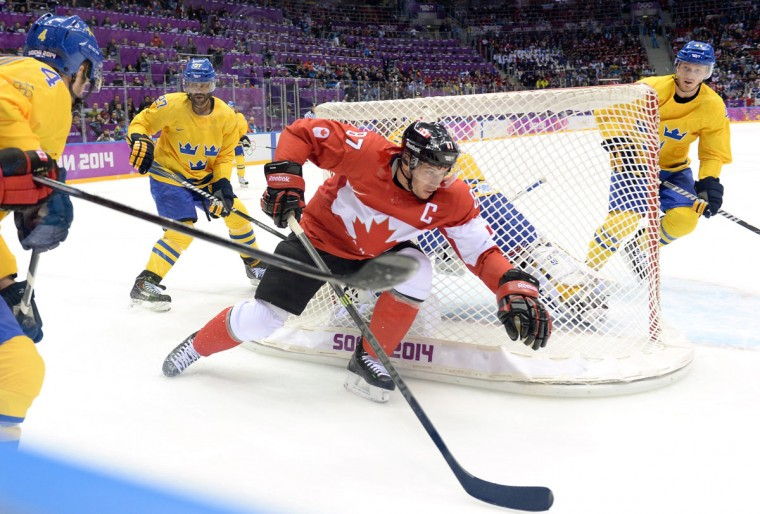 Sidney Crosby of Canada skates around the net against Sweden's Niklas Hjalmarsson, Johnny Oduya and Gustav Nyquist. (Photo by Harry How/Getty Images)