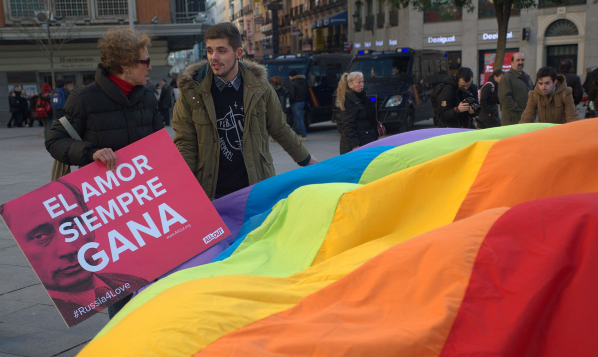 Russia's anti-gay laws protested worldwide on eve of Sochi Olympics