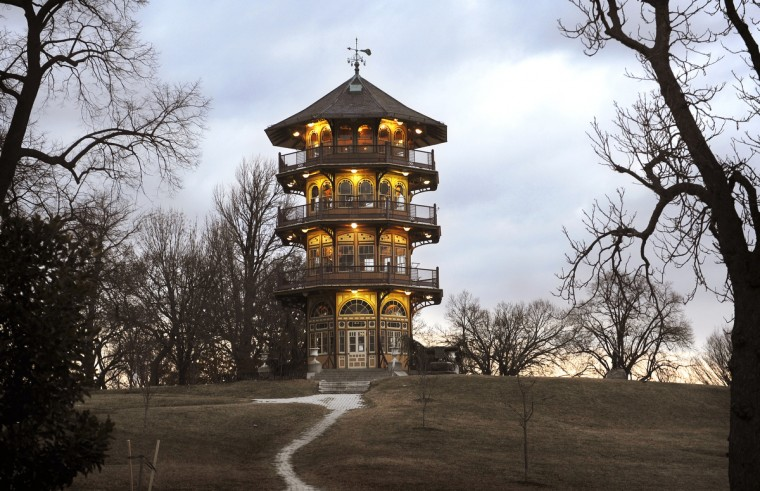 As the sun starts to rise over Patterson Park, the pagoda still has its light turned on. (Barbara Haddock Taylor/Baltimore Sun)