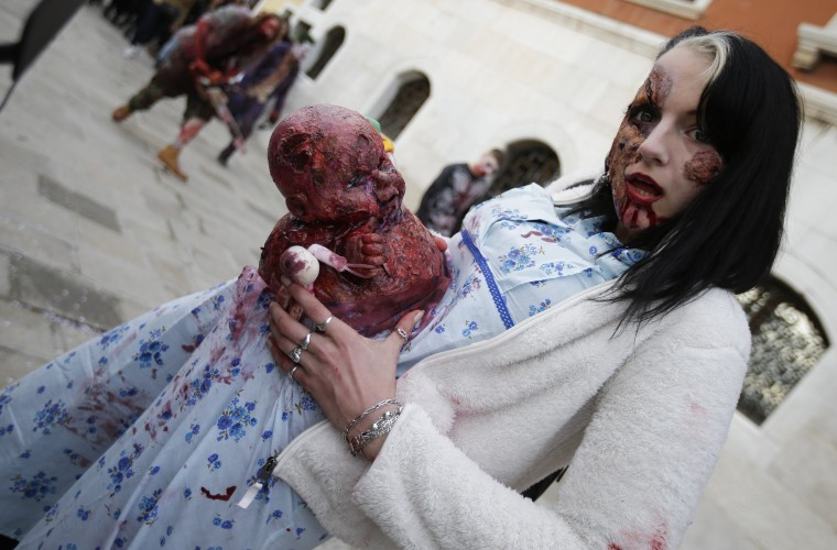 """A participant poses for a picture during a """"Zombie Walk"""", part of the Venetian Carnival, in Venice February 15, 2014. REUTERS/Max Rossi"""