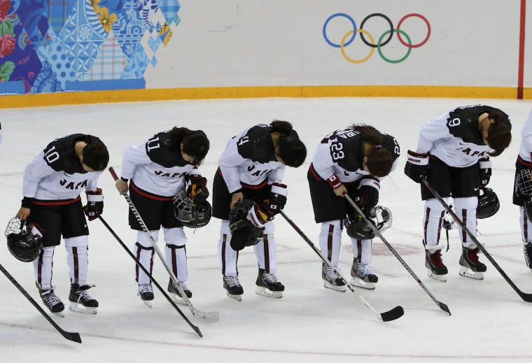 Members of Japan's women's ice hockey team bow to the crowd after their loss to Russia at the Sochi 2014 Winter Olympics, February 11, 2014. (REUTERS/Grigory Dukor)