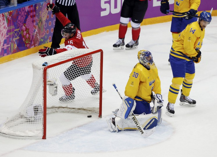 Canada's Jonathan Toews (left) celebrates after scoring on Sweden's Henrik Lundqvist as Sweden's Patrik Berglund (right) looks on. (REUTERS/Grigory Dukor)