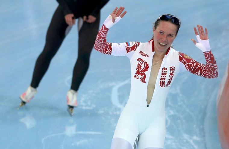 Olga Graf of Russia waves after her women's 3000-meter speedskating race during the 2014 Sochi Winter Olympics, February 9, 2014. (Phil Noble/Reuters)