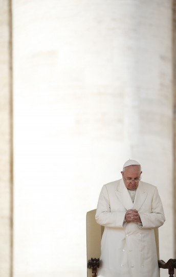 Pope Francis leads his Wednesday general audience in Saint Peter's Square at the Vatican February 26, 2014. (REUTERS/Tony Gentile)