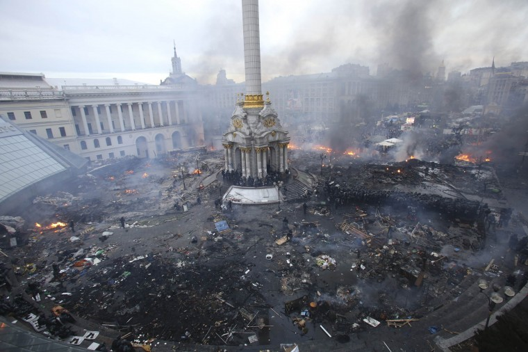 "An aerial view shows Independence Square during clashes between anti-government protesters and Interior Ministry members and riot police in central Kiev February 19, 2014. Ukrainian President Viktor Yanukovich warned his opponents on Wednesday that he could deploy force against them after what he called their attempt to ""seize power"" by means of ""arson and murder"". REUTERS/Olga Yakimovich"