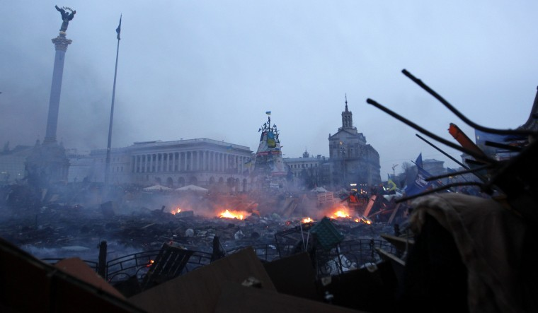 Fire and smoke are seen in Independence Square during a rally held by anti-government protesters in central Kiev February 19, 2014. Ukrainian President Viktor Yanukovich accused pro-European opposition leaders on Wednesday of trying to seize power by force after at least 26 people died in the worst violence since the former Soviet republic gained independence. REUTERS/David Mdzinarishvili