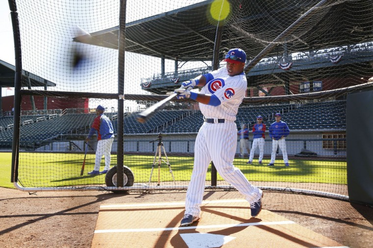 Chicago Cubs infielder Luis Valbuena takes the batting cage during spring training in Mesa, Ariz., on Monday, Feb. 24 2014. (Chris Walker/Chicago Tribune/MCT)