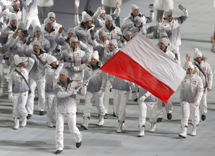 Poland's flag-bearer Dawid Kupczyk leads his country's contingent during the opening ceremony of the 2014 Sochi Winter Olympics, February 7, 2014. (REUTERS/Mark Blinch)