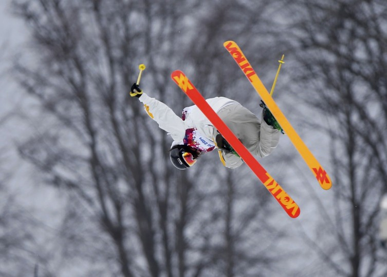Sweden's Emma Dalhstrom performs jump during women's freestyle skiing slopestyle qualification event at 2014 Sochi Winter Olympic Games in Rosa Khutor February 11, 2014. (REUTERS/Mike Blake)