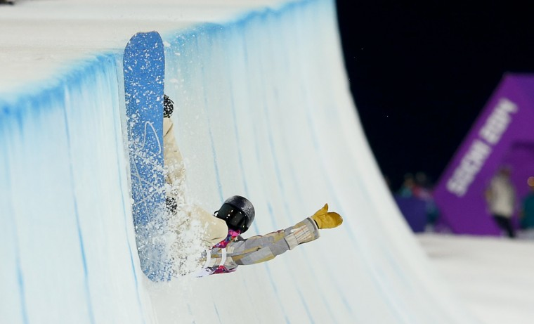 Gregory Bretz of the U.S. crashes during the men's snowboard halfpipe semi-final event at the 2014 Sochi Winter Olympic Games, in Rosa Khutor February 11, 2014. (REUTERS/Lucas Jackson)