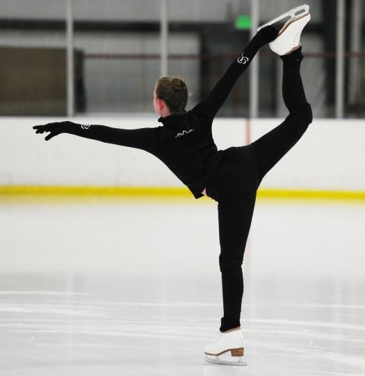 Erin Coyne holds up a leg while she skates. (Jon Sham/BSMG)