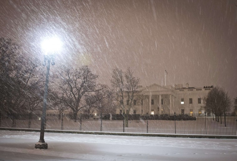 A view of the White House as a heavy snow storm hits Washington D.C. (MLADEN ANTONOV/AFP/Getty Images)