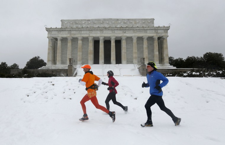 Joggers make their way through the snow in front of the Lincoln Memorial in Washington. (REUTERS/Kevin Lamarque)