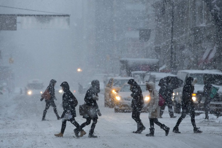 Commuters cross Broadway through heavy snow in Manhattan. (REUTERS/Andrew Kelly)