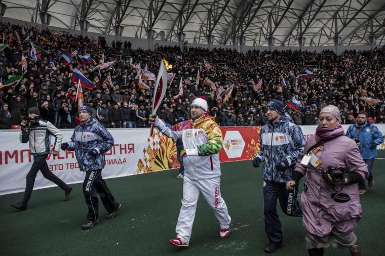 Chechen President Ramzan Kadyrov (C) takes part in the Sochi 2014 Winter Olympic torch relay in the Chechen capital Grozny, January 28, 2014. Sochi will host the 2014 Winter Olympic Games from February 7 to February 23. Picture taken January 28, 2014. (Sochi 2014/REUTERS)