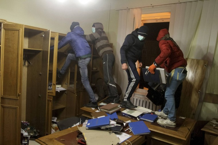 Anti-government protesters destroy a prosecutor's office in Lviv February 19, 2014. Police said protesters had seized regional administration headquarters in the cities of Ivano-Frankivsk and Lviv. (REUTERS/Marian Striltsiv)