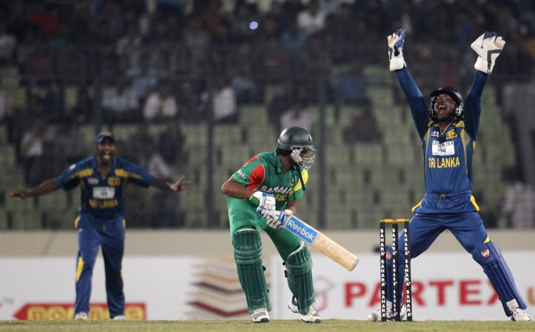 Bangladesh's Shakib Al Hasan plays a ball as Sri Lanka's wicketkeeper Kumar Sangakkara (R) appeals for his dismissal unsuccessfully during their second one day international (ODI) cricket match of the series in Dhaka February 20, 2014. (REUTERS/Andrew Biraj)