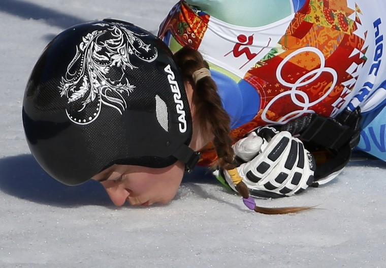 Slovenia's Tina Maze kisses the snow after the women's alpine skiing downhill event at the 2014 Sochi Winter Olympics at the Rosa Khutor Alpine Center February 12, 2014. (REUTERS/Leonhard Foeger)