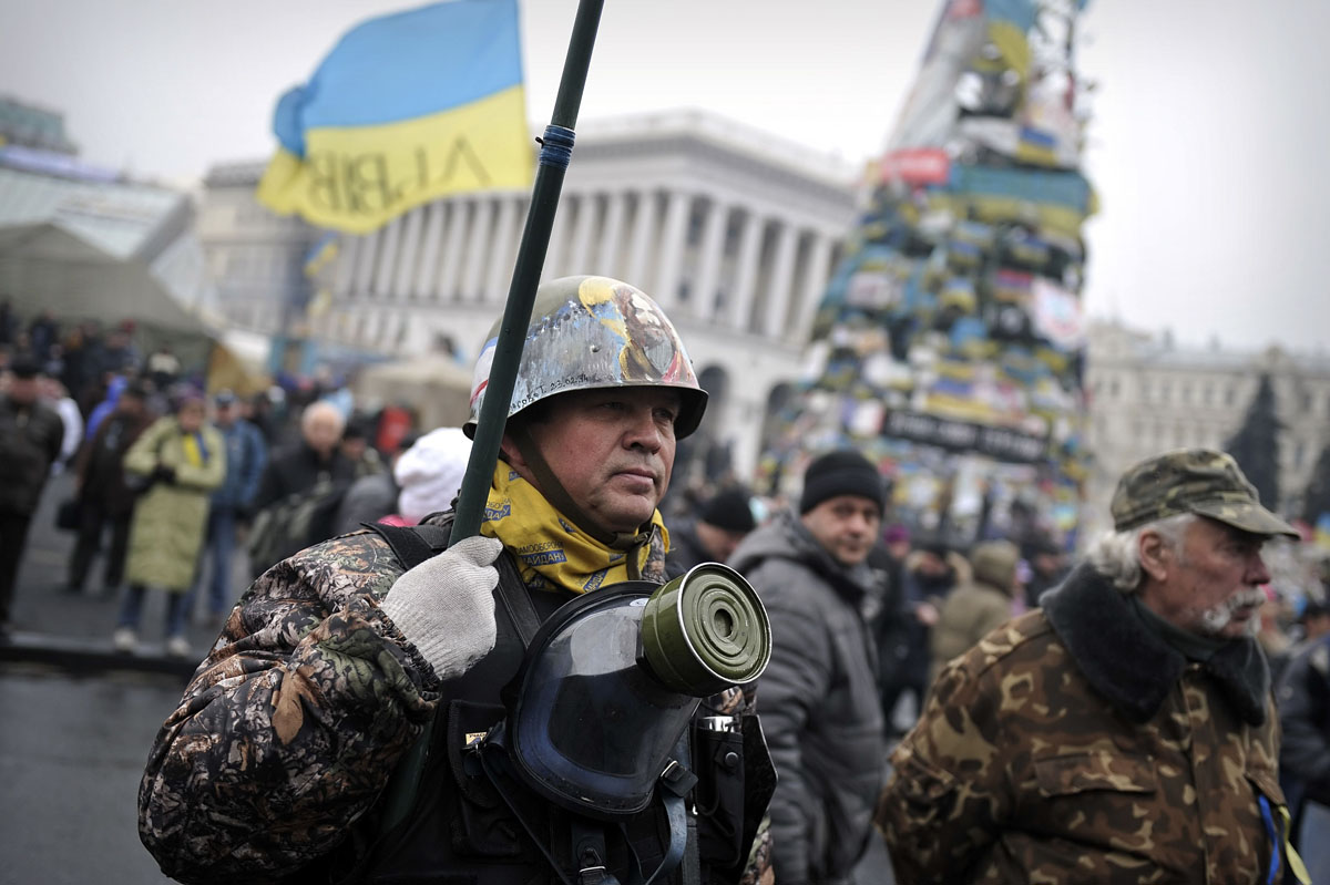 Ukraine mobilizes troops, puts military on high alert