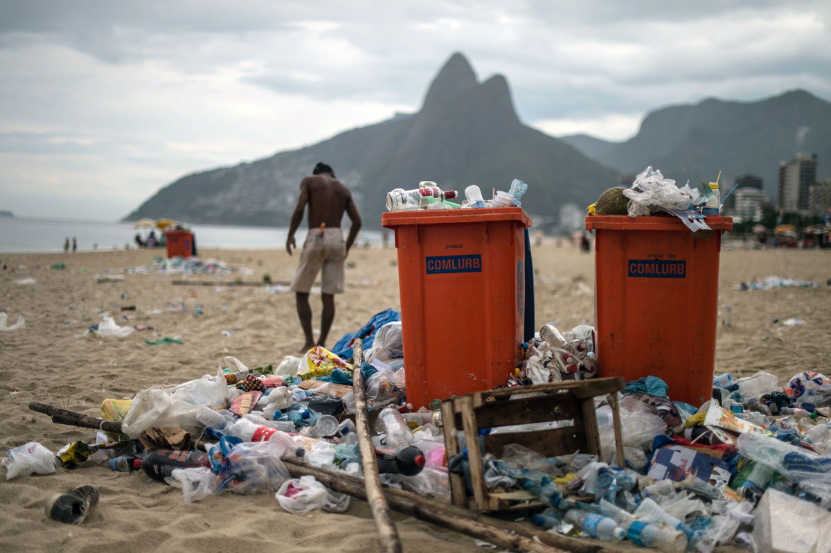 Garbage strike after Rio Carnival leaves trash piled high