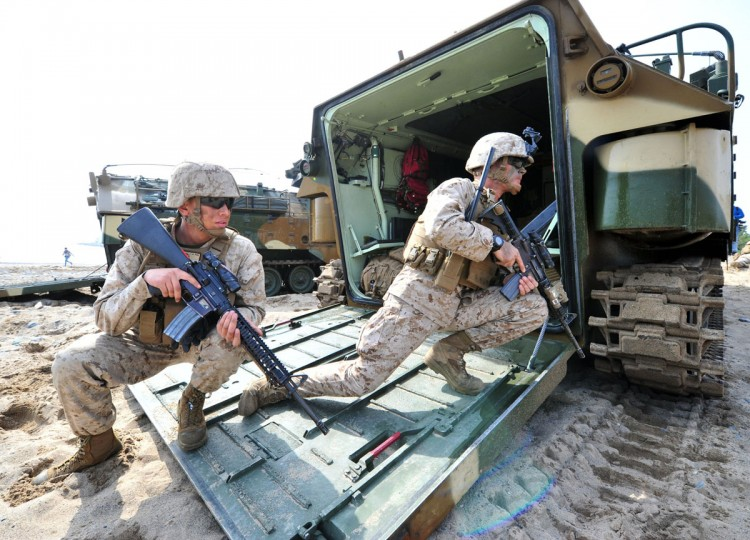 U.S. Marines take a position during a joint landing operation by US and South Korean Marines in Pohang on March 31, 2014. (JUNG YEON-JE/AFP/Getty Images)