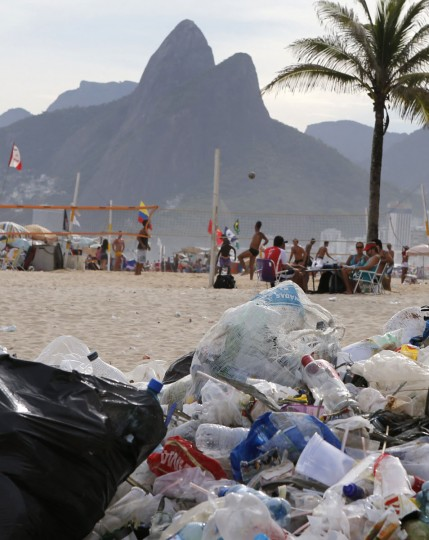 Garbage is seen on Ipanema beach in Rio de Janeiro on March 5, 2014. (REUTERS/Sergio Moraes)