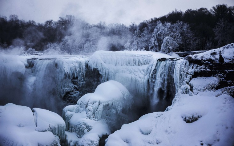 A partially frozen Niagara Falls is seen on the American side during sub-freezing temperatures in Niagara Falls, Ontario, March 3, 2014. (REUTERS/Mark Blinch)