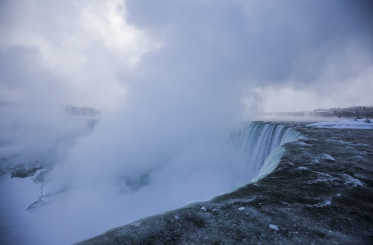 Mist rises over the Horseshoe Falls during sub freezing temperatures in Niagara Falls, March 3, 2014. (REUTERS/Mark Blinch)