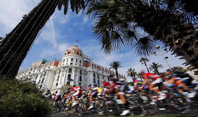 The pack of riders cycles after the start of the eighth and final stage of the Paris-Nice cycling race in Nice March 16, 2014. (Eric Gaillard/Reuters)