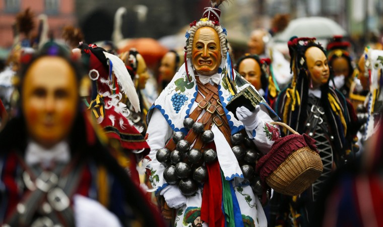 Carnival revellers wear carved wooden masks during the traditional folklore ìNarrensprungî (ìFoolsí Jumpî) procession on Rose Monday in the Black Forest town of Rottweil in south-western Germany March 3, 2014. Some 3500 participants disguised in their handmade costumes and wooden masks perform their precarious vaults across the cobblestones of the medieval town of Rottweil, the origin of the Rottweiler dog breed. (Wolfgang Rattay/Reuters)