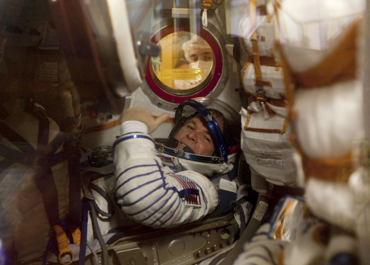 International Space Station (ISS) crew member Kevin Ford is seen inside the Soyuz spacecraft during training at Baikonur cosmodrome on October 10, 2012. (REUTERS/Sergei Remezov)