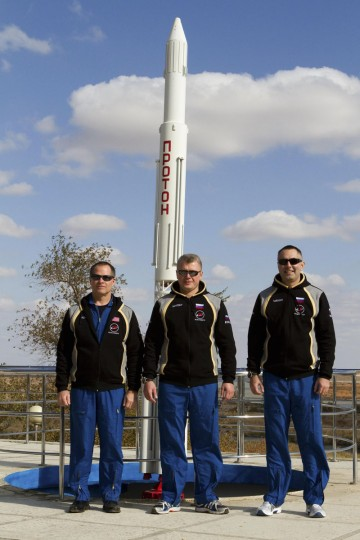 Russian cosmonauts Evgeniy Tarelkin (right), Oleg Novitskiy (center) and NASA astronaut Kevin Ford pose for a picture at Baikonur cosmodrome on October 17, 2012. (REUTERS/Sergei Remezov)