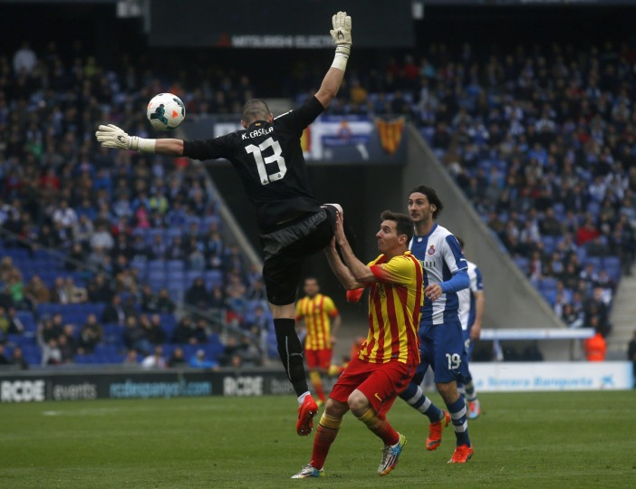 Espanyol's goalkeeper Kiko Casilla (L) handles the ball outside the penalty area during a scoring attempt by Barcelona's Lionel Messi during their La Liga soccer match at Cornella-El Prat stadium, near Barcelona March 29, 2014. (Albert Gea / Reuters)