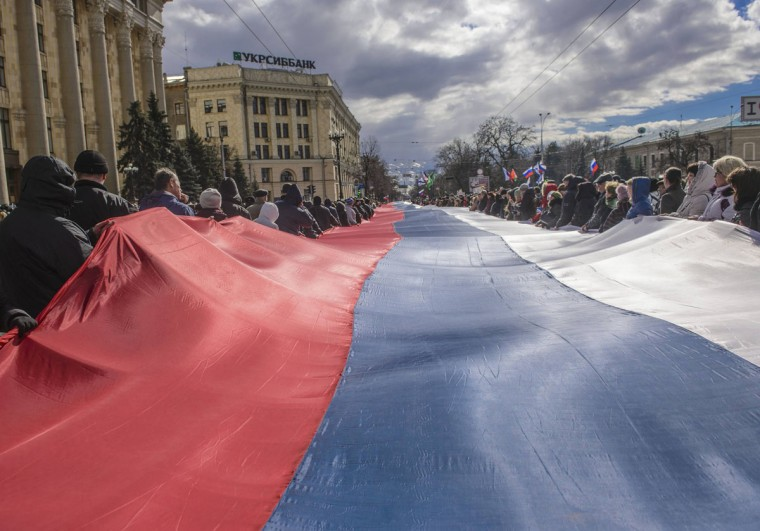 People carry a giant Russian flag during a pro-Russian rally in Kharkiv, Ukraine, March 16, 2014. (Stringer/Reuters)