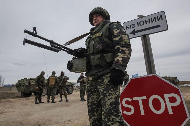 Ukrainian servicemen guard a checkpoint near the village of Strelkovo in Kherson region adjacent to Crimea, March 16, 2014. (Valentyn Ogirenko/Reuters)