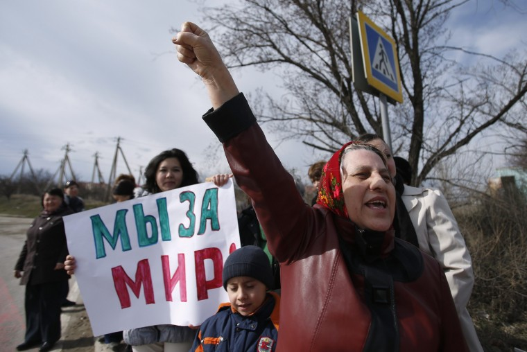 "Pro-Ukrainian demonstrators shout slogans during a rally in Simferopol, March 6, 2014. Crimea's vice premier, Rustam Temirgaliev, said on Thursday a referendum on the region's status would take place on March 16, RIA news agency reported on Thursday. The banner reads ""We are for peace."" (REUTERS/David Mdzinarishvili)"