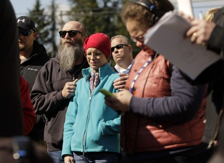 Concerned citizens listen to Washington Governor Jay Inslee addressing the media in Arlington, Washington as rescuers search for people still missing from a landslide, March 23, 2014. (Jason Redmond/Reuters)