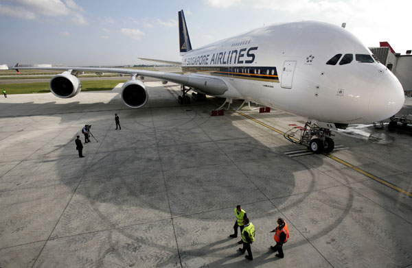The first A380 delivered to Singapore Airlines arrives at the Airbus Delivery Centre in Toulouse Blagnac, southern France on October 15, 2007. (REUTERS/Jean-Philippe Arles)