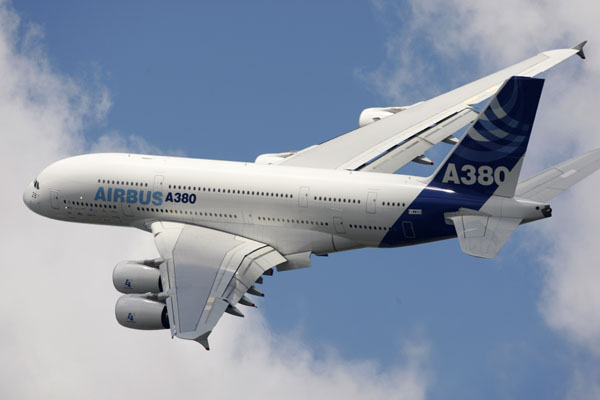 An Airbus A380 takes part in a flying display during the 48th Paris Air Show at the Le Bourget airport near Paris on June 16, 2009. (REUTERS/Pascal Rossignol)