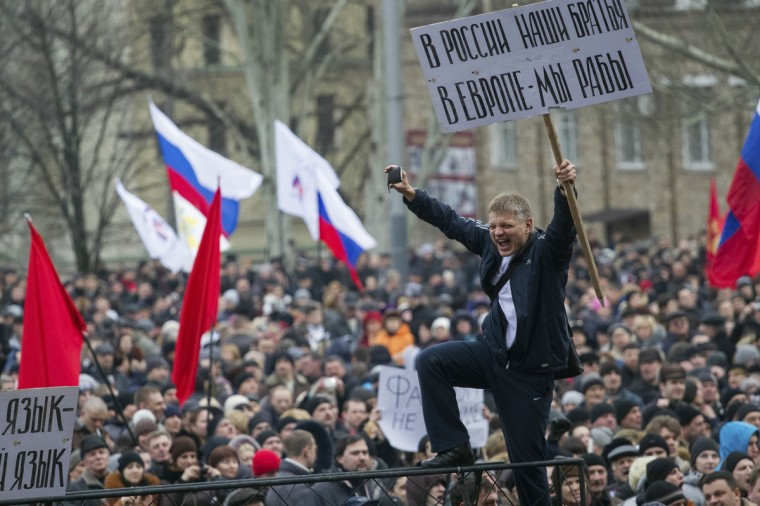 Pro-Russian protesters with Russian flags take part in a rally in central Donetsk on March 1, 2014. (Reuters photo)