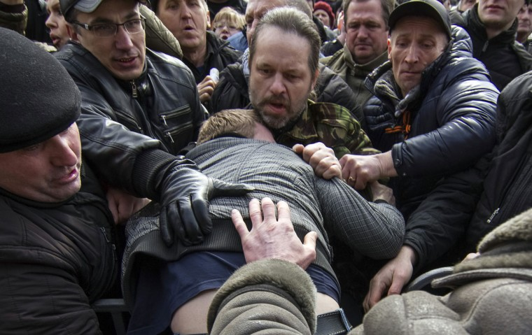Pro-Russian protesters clash with a supporter of Ukraine's new government during a rally in central Donetsk on March 1, 2014. (Reuters photo)