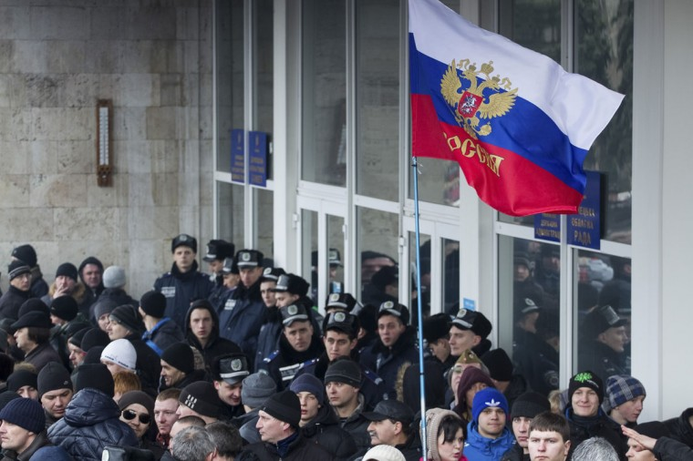 Pro-Russian protesters with the Russian Presidential flag take part in a rally in central Donetsk on March 1, 2014. (Reuters photo)