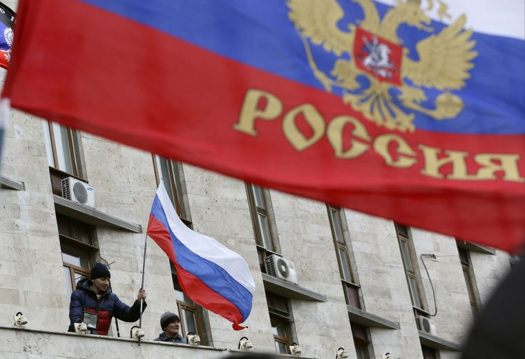 Pro-Russian demonstrators erect a Russian flag outside the regional government building in Donetsk, on March 3, 2014. (REUTERS/Valeriy Bilokryl)
