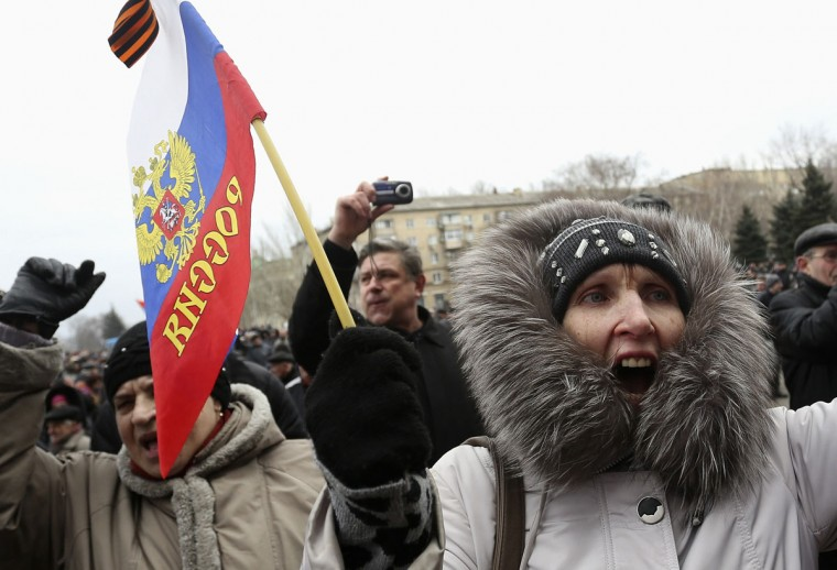 Pro-Russian demonstrators hold a rally outside the regional government building in Donetsk on March 3, 2014. (REUTERS/Valeriy Bilokryl)